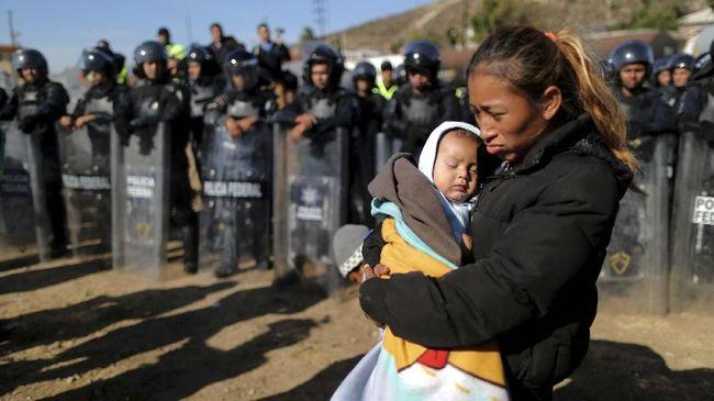 Amerika Serikat terus menekan Meksiko untuk membendung laju imigran yang hendak menyeberang ke Negeri Paman Sam dengan ancaman tarif impor.