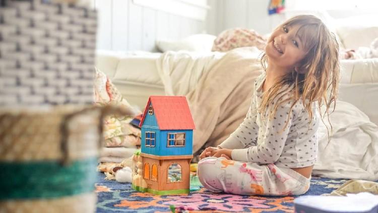 Anak punya banyak mainan belum tentu menguntungkan karena kadang lebih baik ketika si kecil punya mainan sedikit.