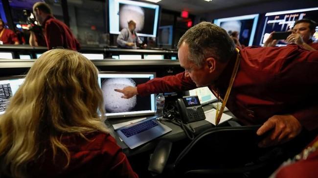 InSight NASA dirancang untuk mempelajari bagian dalam dunia yang jauh di permukaan Mars dengan instrumen untuk mendeteksi seismik planet.