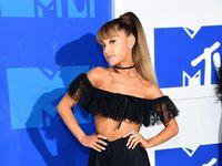 Pesta Ariana Grande Dan Teman-temannya Dalam '7 Rings'