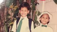 <p>Wah mau berangkat sekolah ya Pevita dan Keenan? Bahagia banget ekspresinya ya. (Foto: Instagram @keenanpearce)</p>