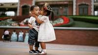 <p>So sweet banget Mikaila dan Athaya. Kedua bocah lucu ini anak dari Ricky Harun dan Herfiza. (Foto: Instagram @rickyharun)</p>