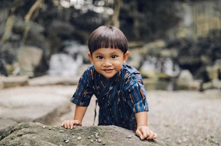 Berikut ini deretan foto anak-anak publik figur, kira-kira siapa nih yang paling menggemaskan?