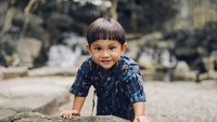 <p>Anaku Askara Biru, putra pasangan Andien dan Irfan wahyudi ini memang lagi lucu-lucunya. (Foto: Instagram @andienaisyah)</p>