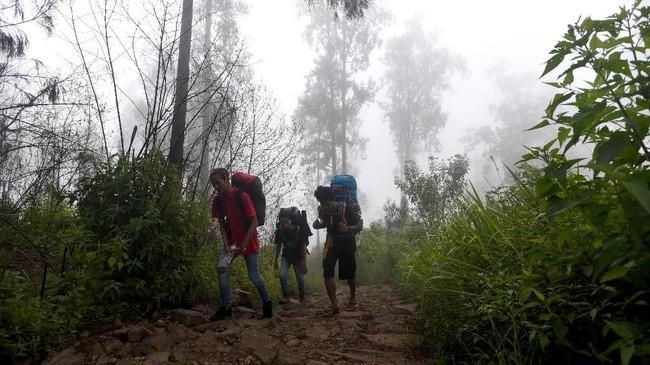 Gunung yang memiliki tinggi 3.339 mdpl ini, terletak di perbatasan Kota Batu, Kabupaten Malang, dan Kabupaten Pasuruan.