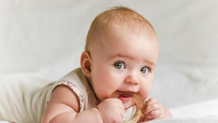 Bunda diprediksi melahirkan bulan April ini? Daftar nama bayi berikut bisa lho jadi tambahan referensi.