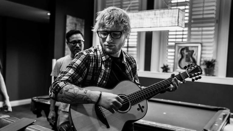 Pada 2017, Ed Sheeran sempat membuat kecewa para penggemar dengan membatalkan konsernya. Pembatalan itu dikarenakan Ed mengalami patah tulang, dan harus istirahat selama beberapa waktu.