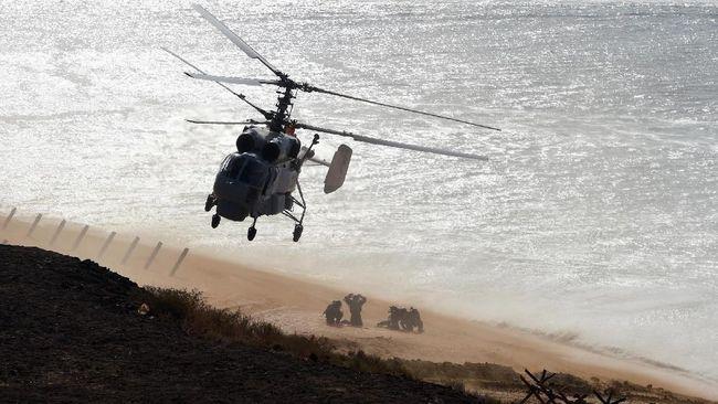 Angkatan bersenjata Rusia dikabarkan menahan 3 buah kapal milik Angkatan Laut Ukraina karena terlibat konflik pada Minggu waktu setempat.