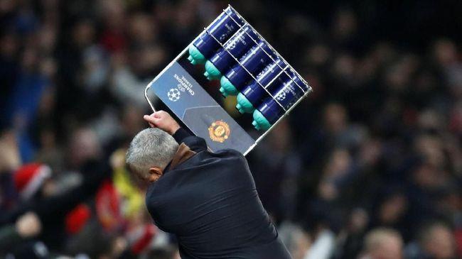 Man United meraih kemenangan tipis atas Young Boys berkat gol Marouanne Felaini pada menit akhir yang disambut Jose Mourinho dengan emosional.