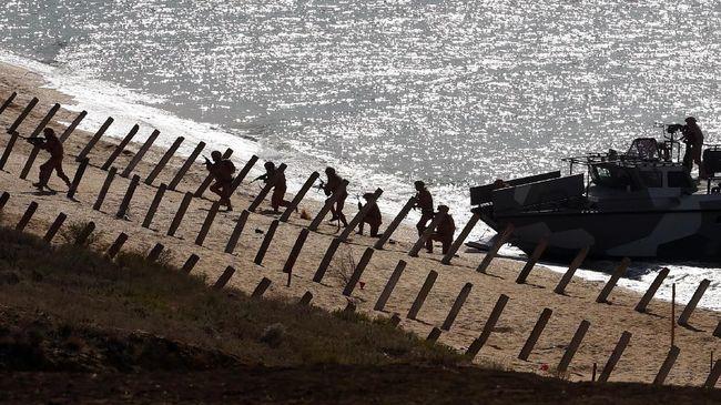 NATO meminta Rusia berhenti mengirim pasukan ke perbatasan Ukraina untuk menghindari peperangan.