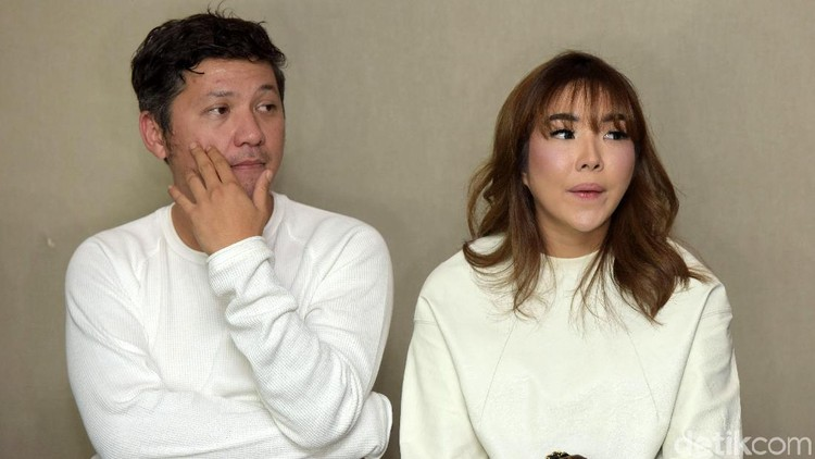 Gading Marten dan Gisel saat press conference di Hotel Pakubuwono.