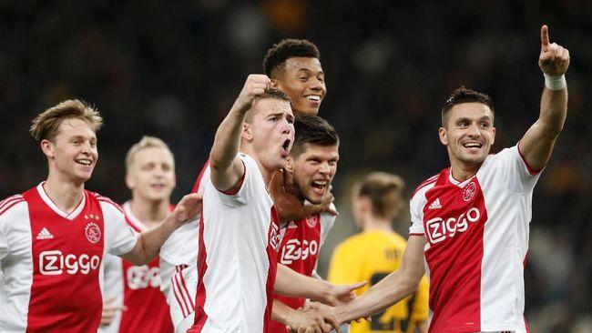 Ajax Amsterdam menang 2-0 atas AEK Athens dalam laga keempat Grup E Liga Champions 2018/2019 di Stadion Olympiako, Rabu (28/11) dini hari.
