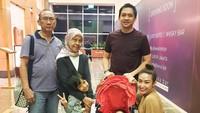 <p>Bahkan, pada awal November lalu sang ibu masih sempat menemani Ayu dan keluarganya makan bersama. Kini, kebersamaan Ayu Dewi dengan sang bunda bisa jadi kenangan manis. Selamat jalan Bunda Sekar Dewi. (Instagram @mrsayudewi)</p>