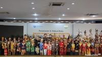 <p>Aksi anak-anak dengan pakaian adat dari berbagai provinsi di Indonesia. Acara ini diadakan di Balai Pertemuan Polda Metro Jaya, Jakarta, Jumat (30/11/2019). (Foto: Yuni Ayu Amida/ HaiBunda)</p>