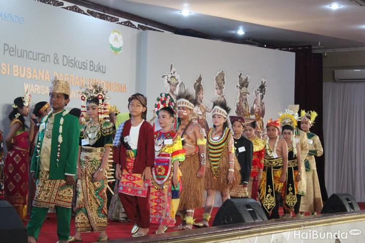 Intip potret anak-anak dalam balutan busana adat Indonesia yuk, Bun.