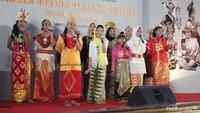 <p>Tidak hanya peragaan busana saja, adik-adik ini juga pandai bernyanyi, Bun. Dalam potret ini, mereka sedang menyanyikan salah satu lagu daerah dari Papua, yaitu Yamko Rambe Yamko. (Foto: Yuni Ayu Amida/ HaiBunda)</p>