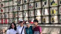 <p>Seru banget ya, Bun, liburan mereka. Selain itu, mereka juga kompak ya, karena selalu pergi bareng saat traveling. ( Foto: Instagram @irawbw)</p>