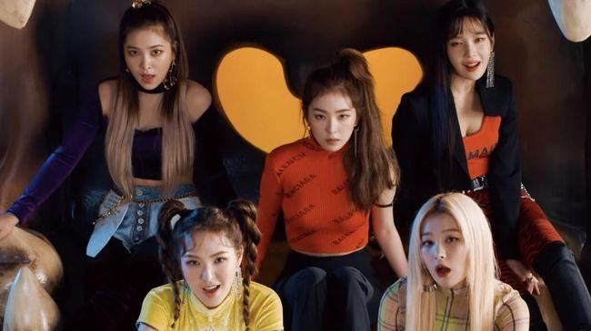 Grup vokal Red Velvet kembali dengan merilis album mini 'The Reve Festival: Day 1' yang memiliki 'Zimzalabim' sebagai lagu unggulan.