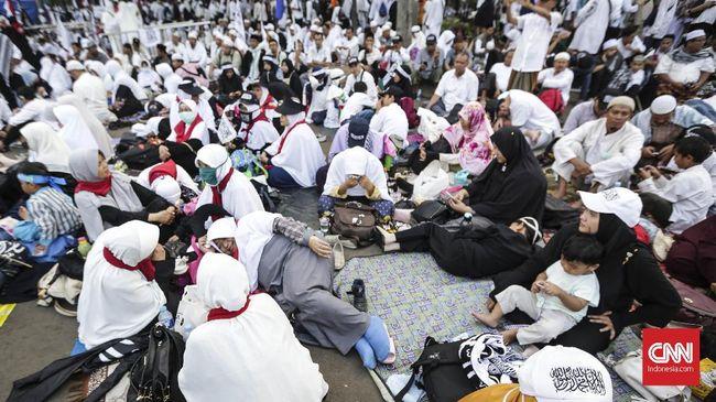 Prabowo Subianto meneriakkan takbir dan kata merdeka dalam sambutannya di Reuni Aksi 212.