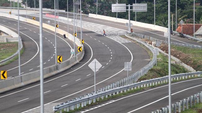 Presiden Joko Widodo mengaku bahagia pada akhirnya bisa meresmikan proyek tol yang sudah mangkrak 21 tahun yaitu tol Bocimi.
