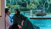 <p>Mereka sweet banget ya, Bun. Dimas nggak pernah bosan untuk bersikap manis sama istri. (Foto: Instagram @ dimasseto_1)</p>