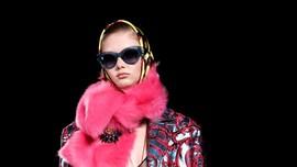 FOTO: 'Mesin Waktu' Koleksi Donatella Versace
