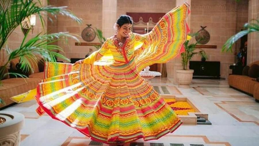 Gaun Pernikahan Priyanka Chopra Tuai Pujian