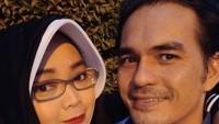 <p>Nggak kalah nih Teddy Syah dan Rina Gunawan dari pasangan 'zaman now'. Mereka pun sering melakukan wefie berdua lho. (Foto: Instagram @rinagunawan28)</p>
