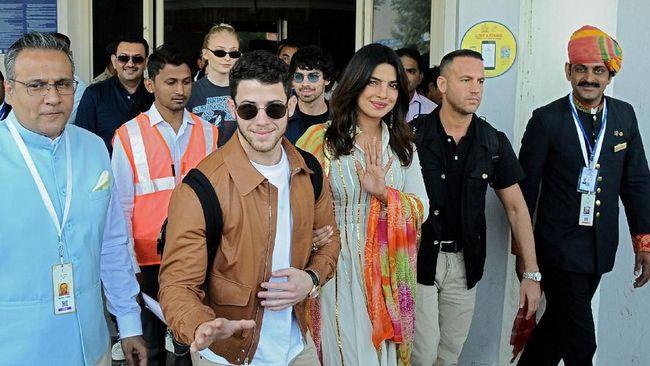 Priyanka Chopra mengunggah foto di akun Instagram, menunjukkan hadiah terbaru dari suaminya, Nick Jonas yang berharga Rp2,8 M.
