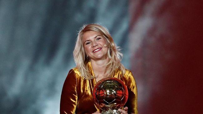 Bintang muda asal Norwegia, Ada Hegerberg meraih penghargaan Women's Ballon d'Or 2018 lewat performa impresif bersama Lyon.