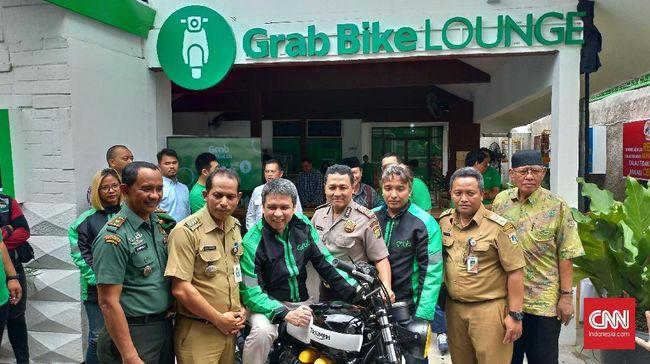Perusahaan ride hailing Grab meluncurkan GrabBike Lounge kedua di kawasan Kebayoran Lama, Jakarta Selatan, Selasa (4/12).