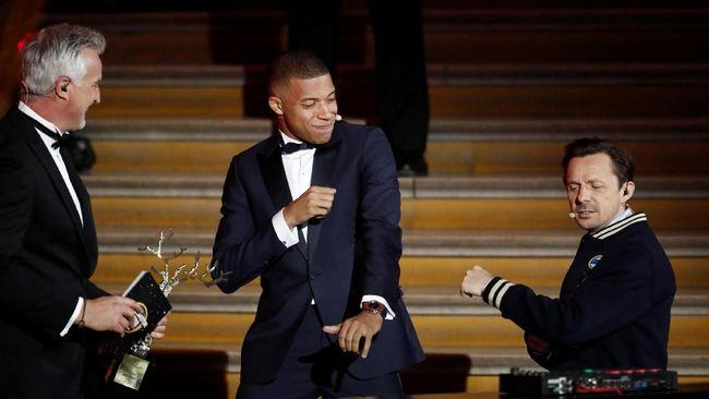 Kylian Mbappe meraih penghargaan Trophee Kopa tanda pemain muda terbaik. Statistik menunjukkan dirinya memang layak atas penghargaan tersebut.