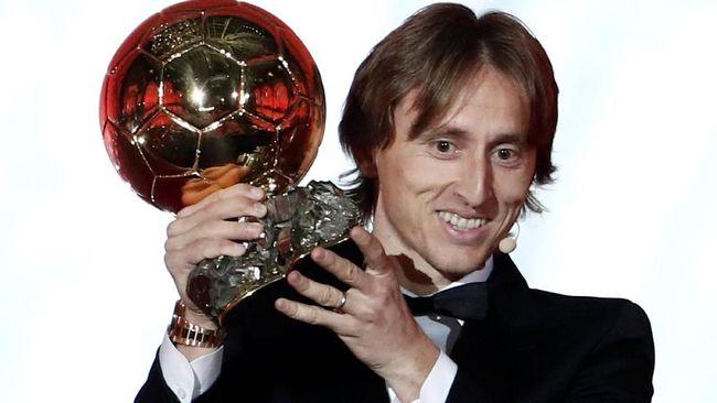 Luka Modric mengenang komentar Zinedine Zidane dalam pertemuannya di tahun 2016 setelah ia berhasil meraih Ballon d'Or 2016.