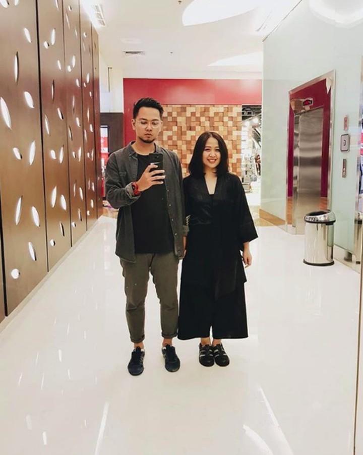 <p>Kompakan outfit pas kencan sama 'pacar' seperti Astrid? Seru juga lho. (Foto: Instagram/astridbasjar)</p>