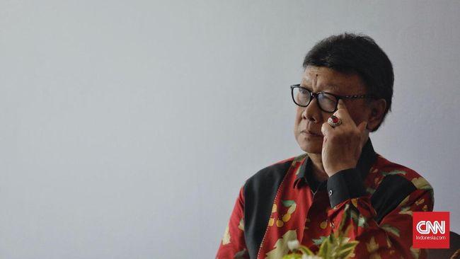 Mendagri Tjahjo Kumolo mengusulkan pertemuan Gubernur Papua Lukas Enembe dengan Gubernur Jatim dilakukan jika situasi Papua sudah kondusif.