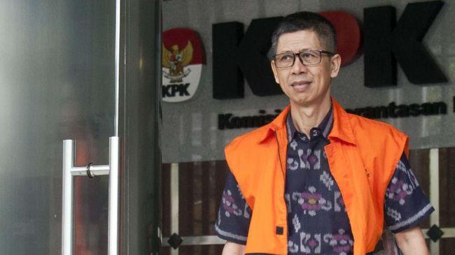 Kalapas Sukamiskin Wahid Husen disebut membiarkan suami Inneke Koesherawati, Fahmi Darmansyah, terpidana kasus suap, membangun ruang 'bilik cinta' di Lapas.