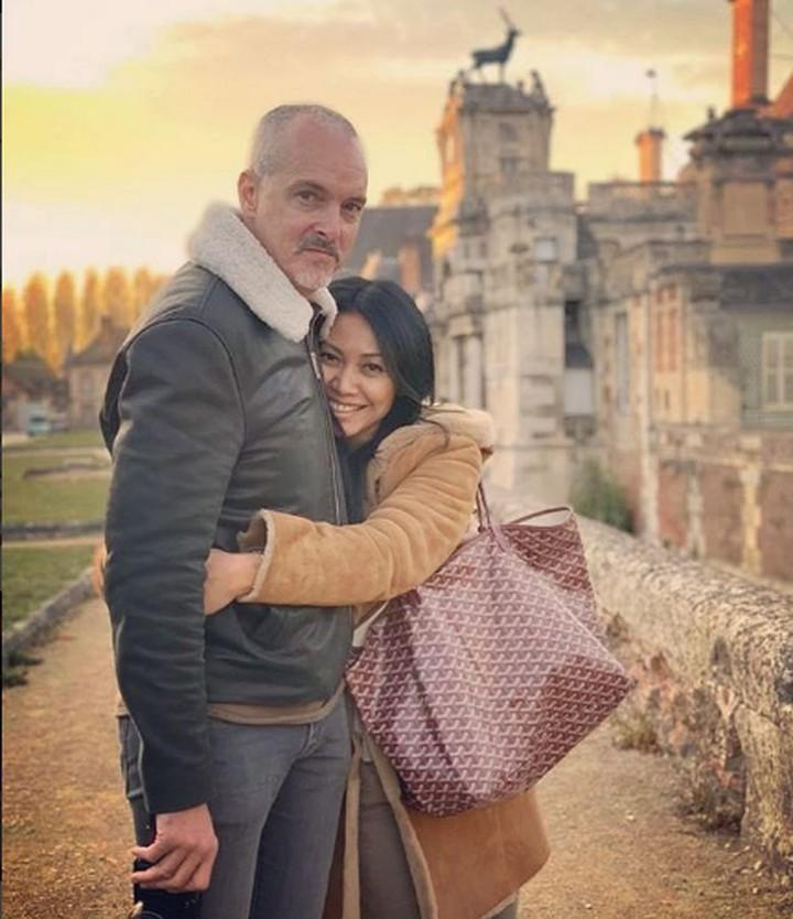 Anggun terlihat romantis bersama suami. Intip yuk, 8 momen serunya Anggun Cipta Sasmi dan suami.