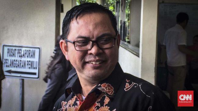 Komisioner KPU Viryan Aziz mengatakan ada kekeliruan petugas dalam memasukkan data WNI bernama Bahar sehingga NIK tercatat jadi milik Guohui Chen