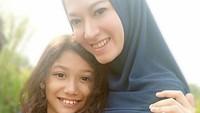 <p>Lyra Virna bersama putrinya, Eisha Bachmid. Sama-sama cantik ya? (Foto: Instagram @lyravirna)</p>