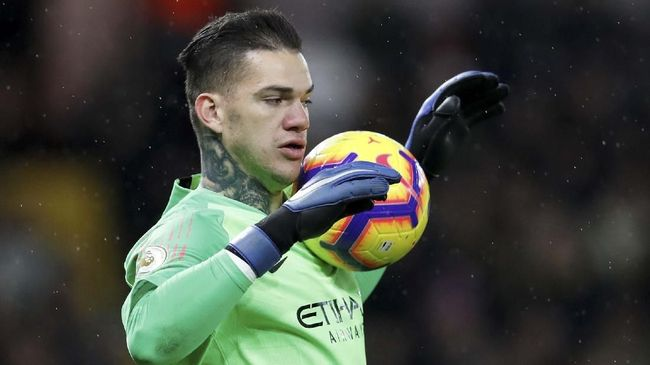 Persaingan Manchester City dan Liverpool juga akan menular kepada penjaga gawang masing-masing klub, Ederson Moraes dan Alisson Becker.