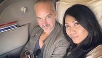 <p>Nampaknya, Anggun sering membagikan momen berdua dengan suaminya. Kali ini, mereka mau traveling kemana ya?(Foto: Instagram @anggun_cipta)</p>