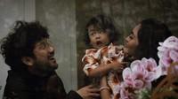 """<p>Penyanyi<a href=""""https://hot.detik.com/video/181116079/kunto-aji-ambil-lirik-lagu-dari-buku-marchella-fp"""" target=""""_blank"""">Kunto Aji</a> memiliki keluarga kecil yang kompak. Kehadiran buah hati Aji, Badha Banyugeni benar-benar menambah warna di keluarga. (Foto: Instagram @peonyandherself)</p>"""