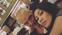 "<p>Kebersamaan<a href=""https://hot.detik.com/celeb/4186001/anggun-c-sasmi-unggah-potret-kebahagiaan-usai-dinikahi-christian-kretschmar"" target=""_blank"">Anggun Cipta Sasmi</a> bersama sang suami, romantis banget ya, Bun. (Foto: Instagram @anggun_cipta)</p>"