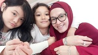 <p>Girls day out bersama Eisha dan Quin Humaira. (Foto: Instagram @lyravirna)</p>