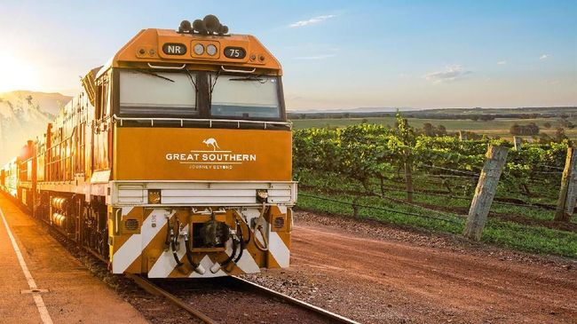 Terdapat dua rute yang dilayani kereta ini, yakni utara dan selatan, yang masing-masing beroperasi tiga dan empat kali sehari.