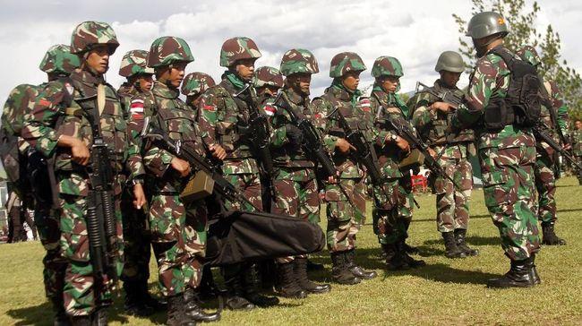 Personel gabungan TNI-Polri terlibat kontak senjata dengan KKSB di Kabupaten Intan Jaya, Papua, dan menewaskan satu orang anggota dari kelompok tersebut.