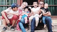 <p>Potret kebersamaan keluarga Enno Lerian yang seru dan kompak abis. (Foto: Instagram @ennolerian_)</p>