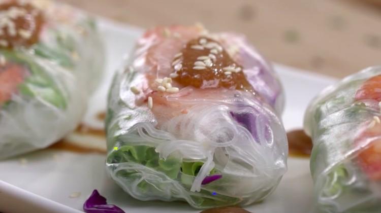 Resep lumpia basah udang sayur berikut cocok untuk menu diet Bunda. Tidak ada bahan yang digoreng sama sekali.