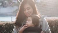 <p>Perkenalkan, Bun. Ini Dara Nassa Kiyandra atau Dara. Si kecil Dara merupakan buah hati penyani Rendy Pandugo dan Mia Sesaria. (Foto: Instagram/ @miasesaria) </p>