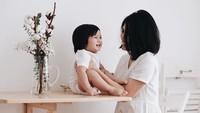 <p>Anaknya imut, ibunya cute. Cocok banget deh. (Foto: Instagram/ @miasesaria)</p>